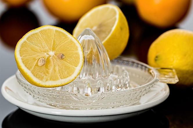 Limpiadores naturales: bicarbonato de sodio, vinagre y jugo de limón
