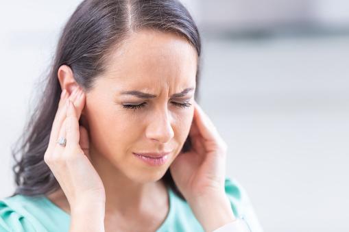 ¿Cómo aliviar el dolor de oídos ? Remedios caseros